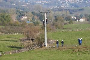 Derniers travaux de réparation du réseau d'électricité à JARDIN